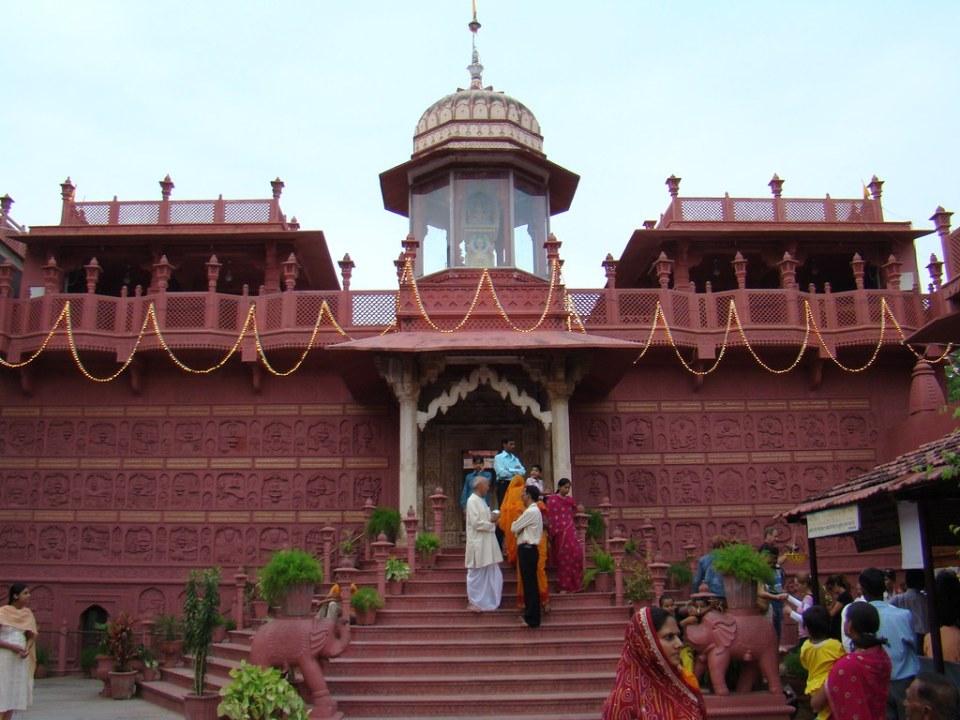 India Sanganer exterior Templo de Shri Digamber Jaina 09
