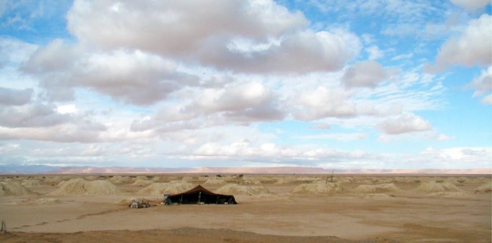 jaima tienda de campaña en desierto del Sahara Erfoud Marruecos 01
