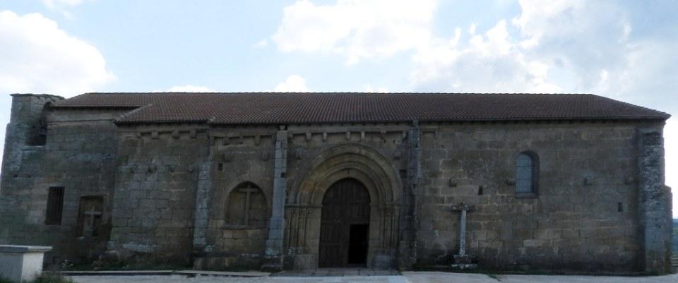 portada romanica Ermita del Cristo de la Misericordia en Hinojosa de Duero Salamanca 05