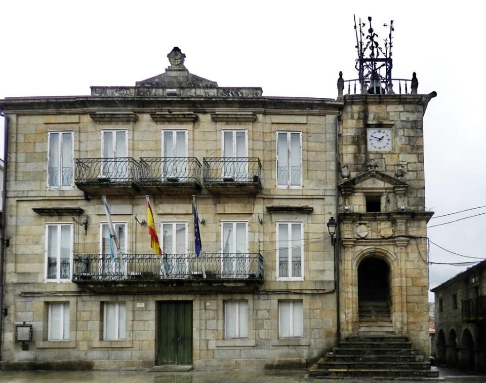 edificio de Ayuntamiento Plaza Mayor Ribadavia Orense 10