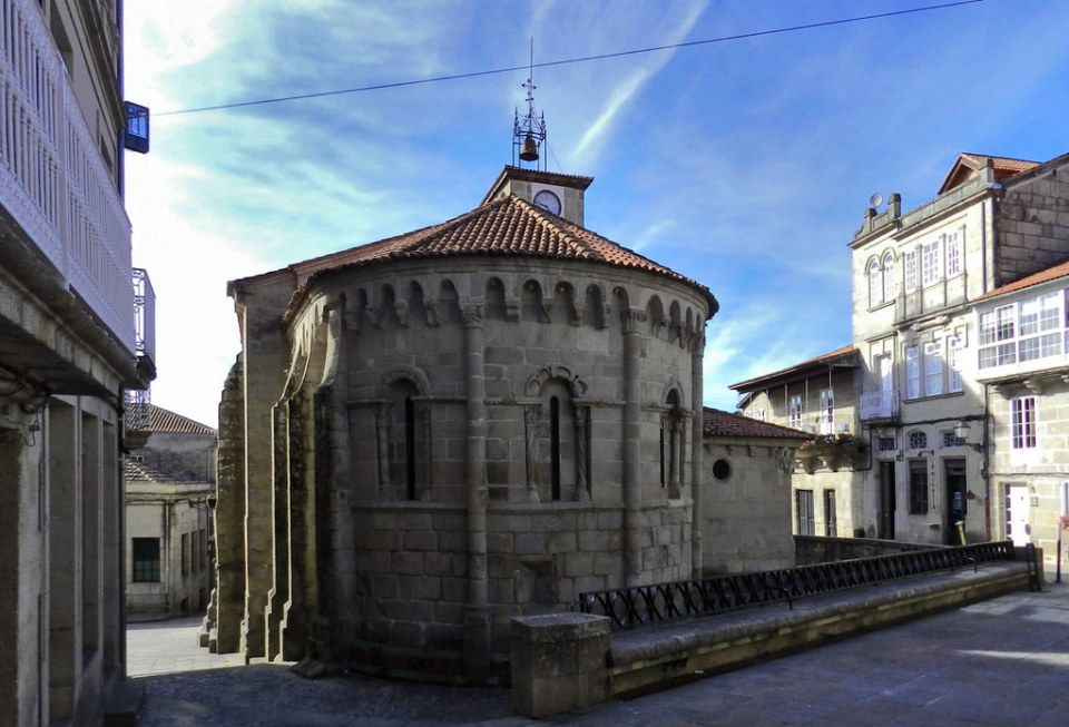 abside exterior Iglesia de Santiago Allariz Orense 03