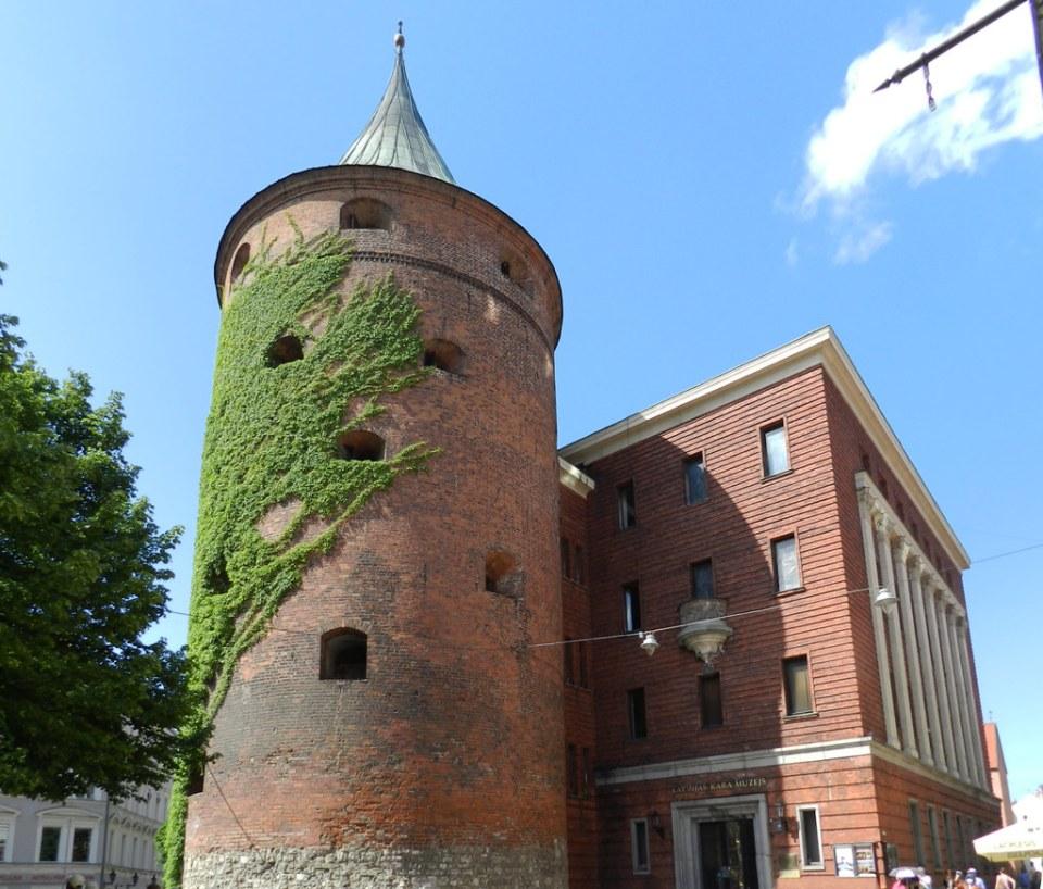 Torre del Polvorín o Museo Letón de la Guerra Riga Letonia 07