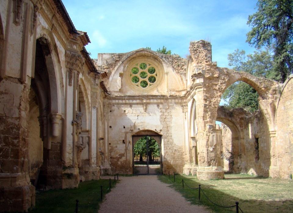 Portada y roseton interior entrada a Iglesia Monasterio de Piedra Nuevalos Zaragoza 34