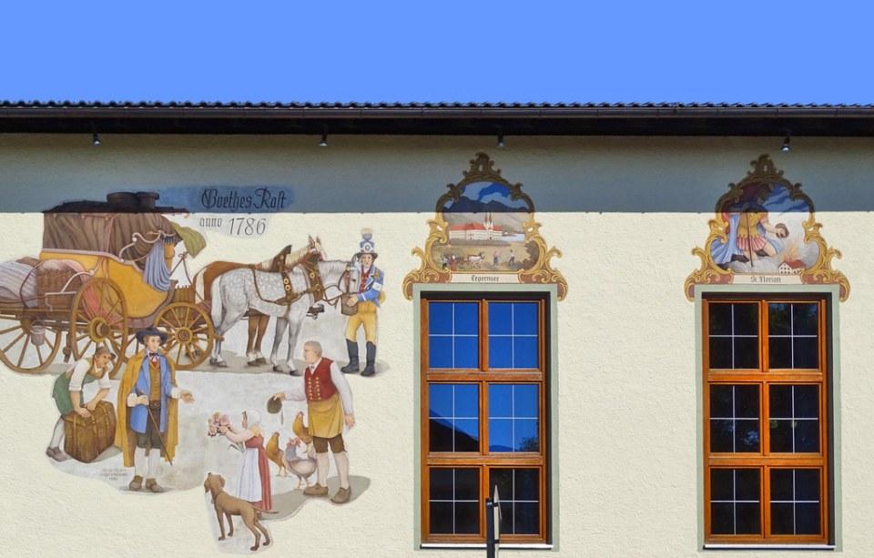 casa fachada con pintura mural Benediktbeuern Baviera Alemania 06