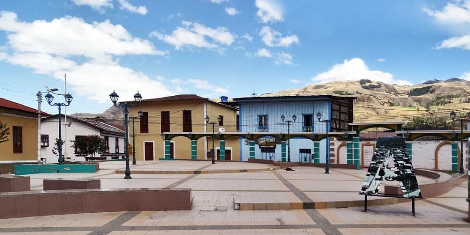 plaza San Pedro de Alausi Ecuador 13