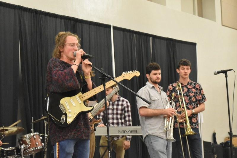 Band playing at BonnieRoo (4)