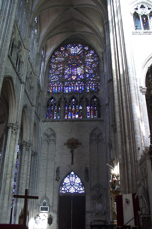 Витраж в апсиде трансепта, Амьенский собор, Амьен, Франция