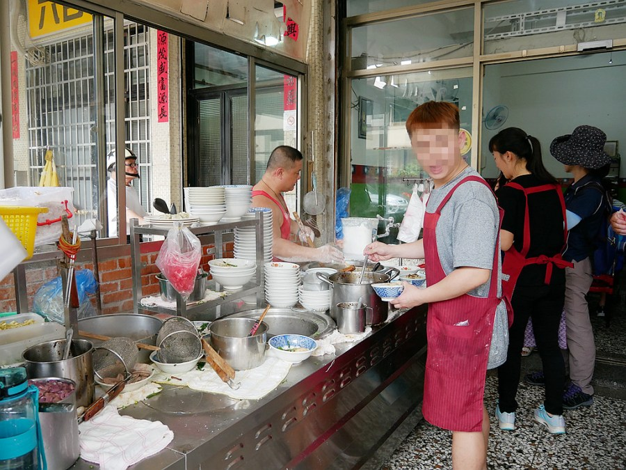 [台中美食]老士官長擀麵 每天手工現擀揉麵的擀麵~清水不止吃米糕和排骨麵.在地人推薦 @VIVIYU小世界