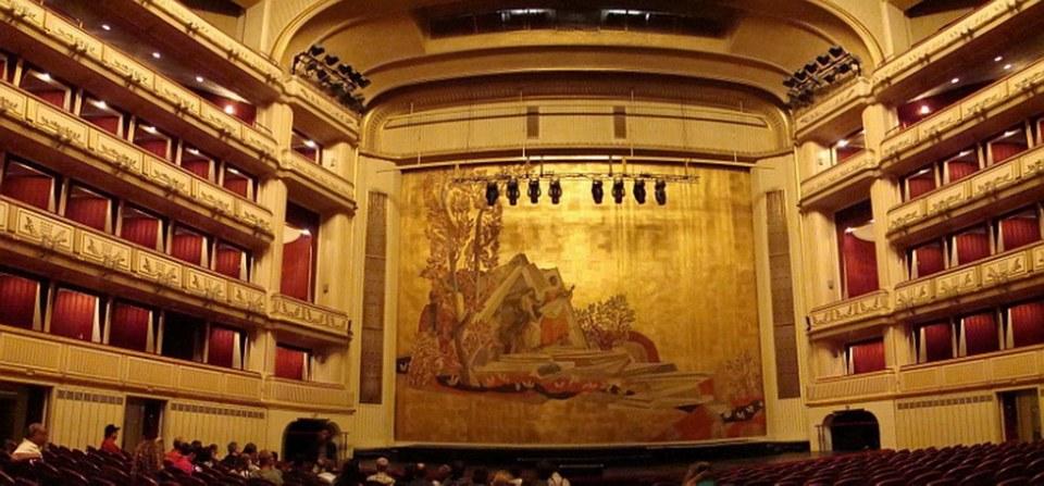escenario auditorio interior Opera Estatal de Viena Austria Patrimonio de la Humanidad Unesco 03