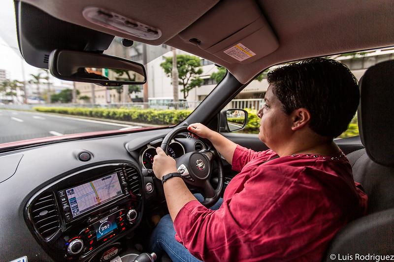 Conduciendo por la isla principal de Okinawa