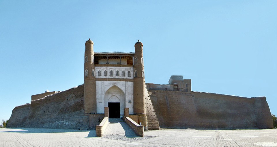 Bujara Ciudadela Ark entrada murallas Urbekistan 01