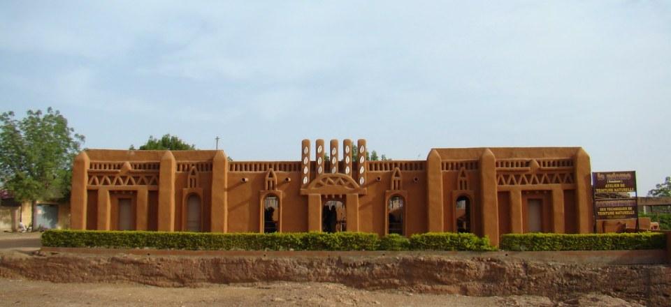 edificio Taller de teñir tela de algodon bogolan artesanos Segu Mali 01