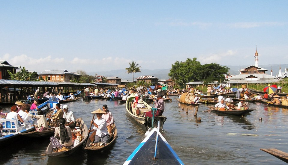 barcas tienda Mercado flotante itinerante Lago Inle Myanmar Birmania 147