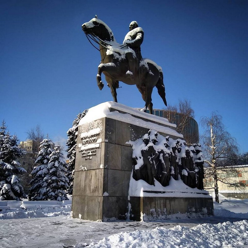 Памятник М.И.Кутузову около Бородинской панорамы, Москва