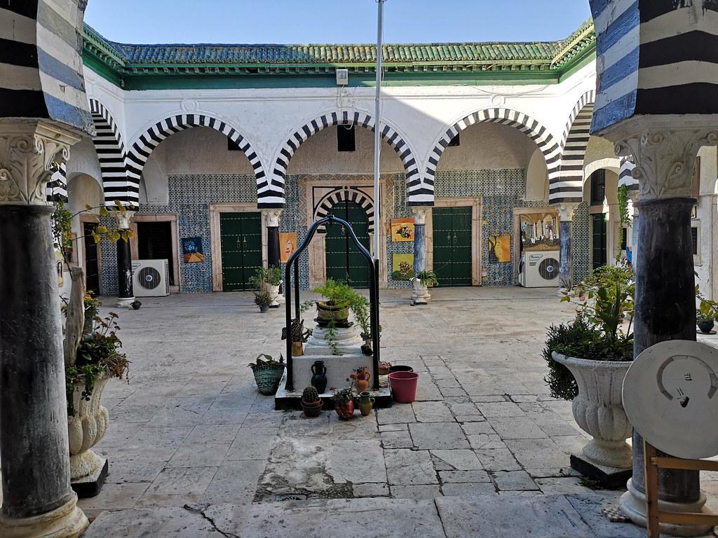 patio Madrasa Bachia o Bachiya Medina de Tunez 01