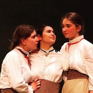 Dernière représentation des Trois Sœurs de Tchekhov ce soir à 20h30. #tchekhov #théâtre #atea2019 #derniere