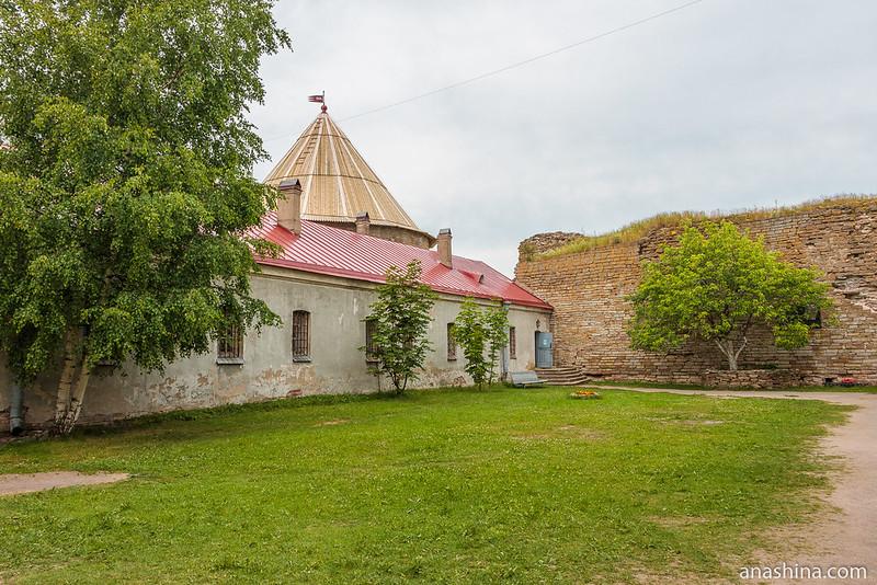 Двор Цитадели, крепость Орешек
