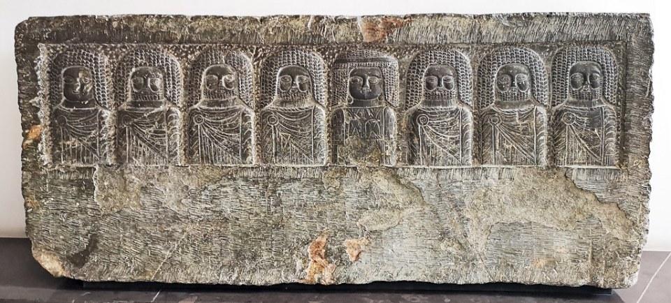 relieve de piedra ocho bustos de divinidades de Chemtou Museo Nacional del Bardo Tunez