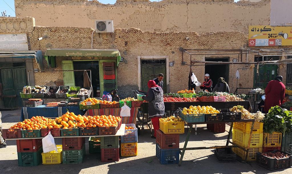 Mercado frutas y verduras en Avenida Habib Bourguiba de Tozeur Tunez 03