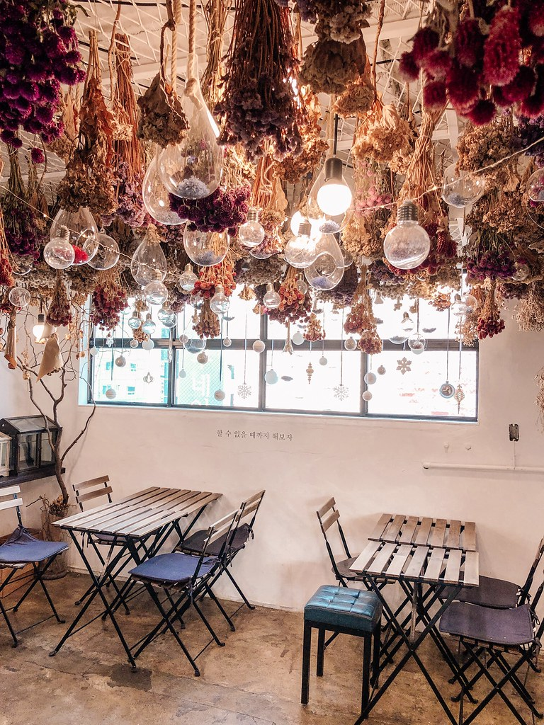 Inside Arriate Flower Cafe | Cafes in Seoul