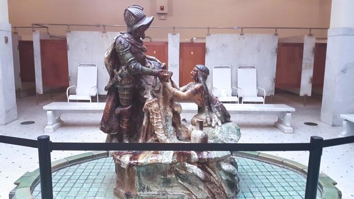 Grand statue?