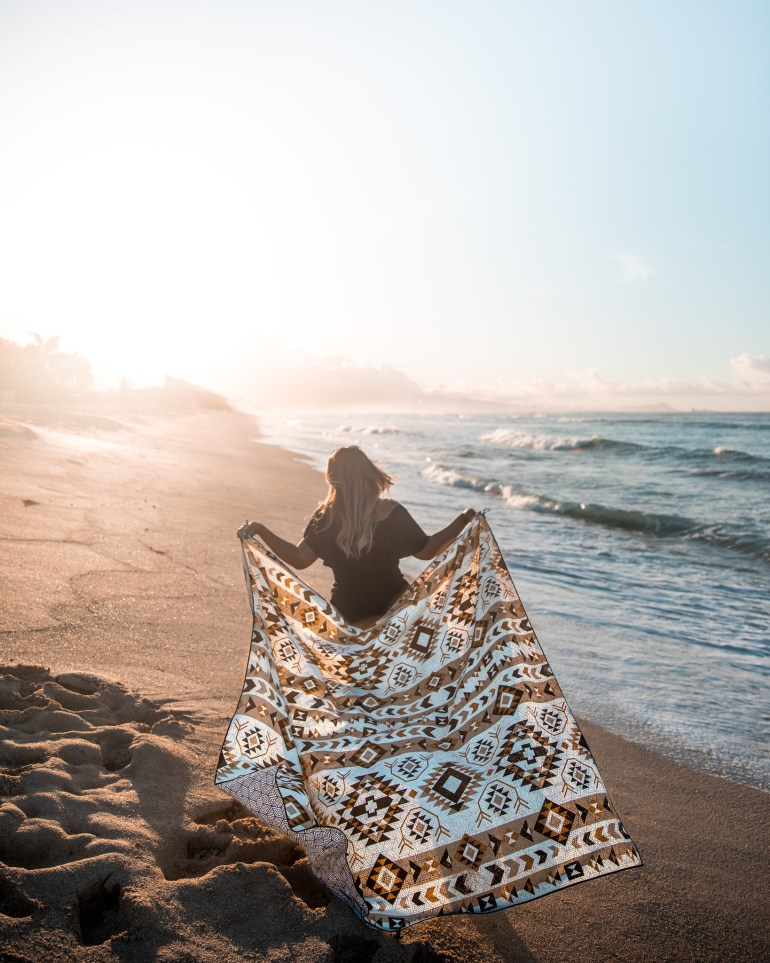 BEACH ESSENTIALS YOU NEED FOR SUMMER - Tesalate Sand-Free Towel