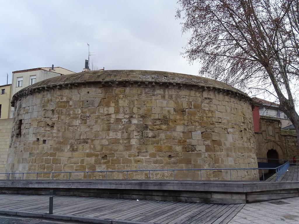 Cubo puerta y muralla del Revellin calle Once de Junio Logroño La Rioja 04
