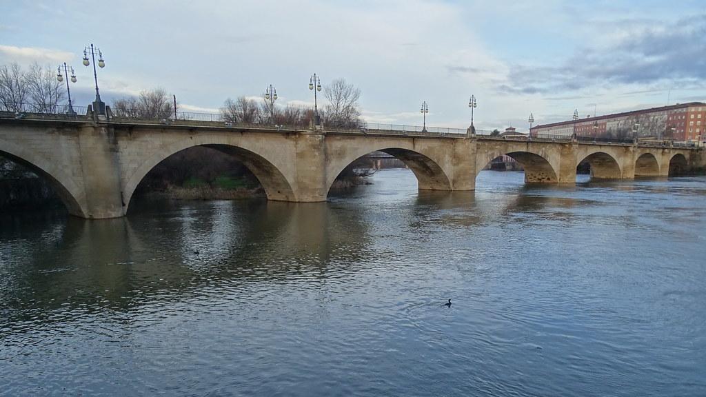 puente de Piedra o de San Juan de Ortega rio Ebro Logroño La Rioja 03