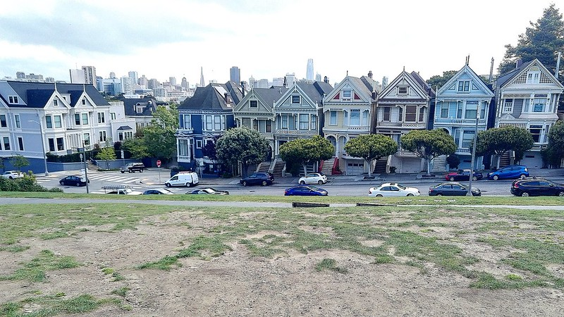 7 Painted Ladies at the Alamo Square, San Francisco.