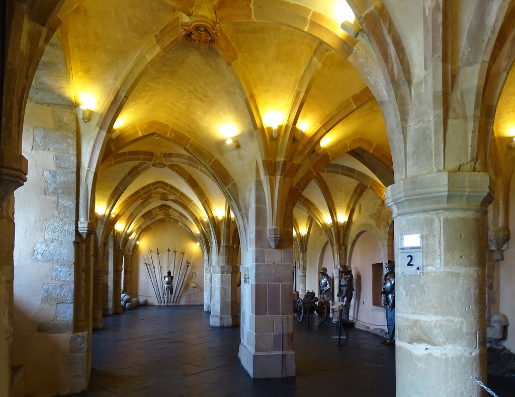 armaduras Sala de Armas interior Castillo de Vianden Luxemburgo 05