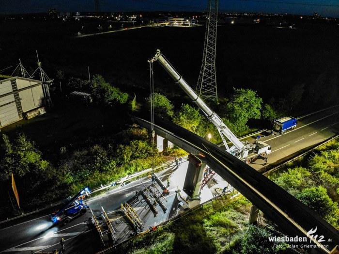 Lkw bleibt mit Kippmulde an Brücke hängen 12.06.19