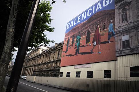 19f18 Balenciaga Louvre Mañana calurosa_0015 variante Uti 485
