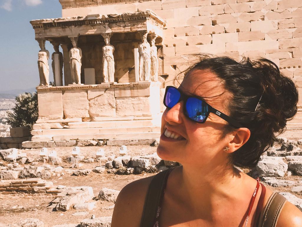 · Réplica de las cariátides del Erecteión · ¿Qué ver en Atenas? · Ruta por Grecia ·