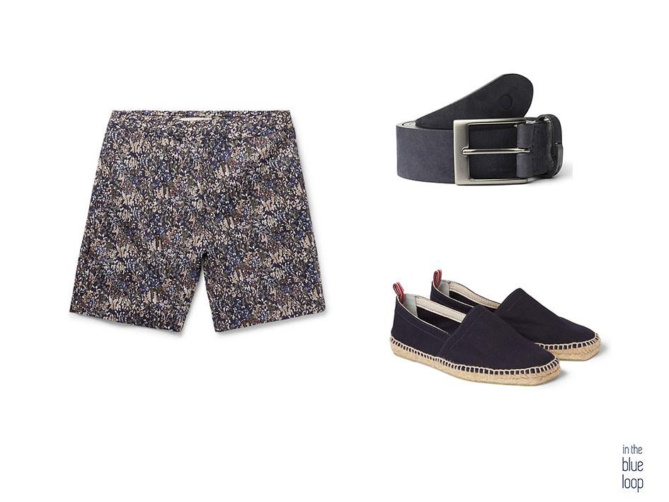 Pantalones cortos de hombre estampados combinado con cinturón Igara azul de blue hole y alpargatas azules para los 5 maneras de llevar unos pantalones cortos este verano