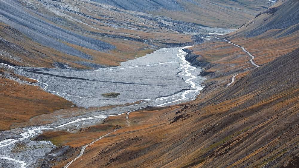 Paisaje de la ruta de la seda en Kirguistán