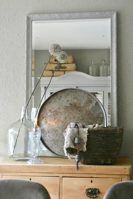 Spiegel glazen fles dienblad kast