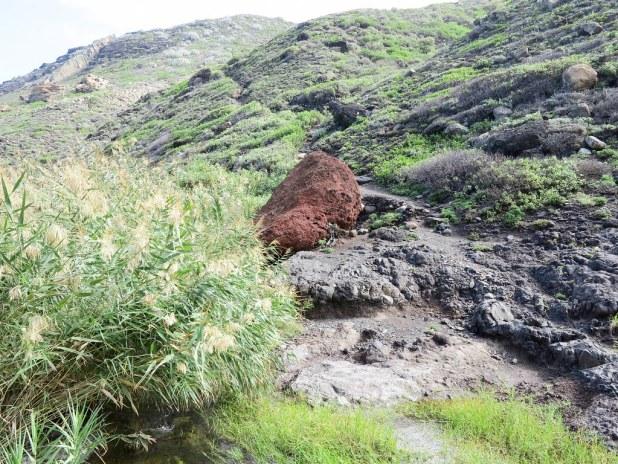 La piedra roja de camino a Taganana