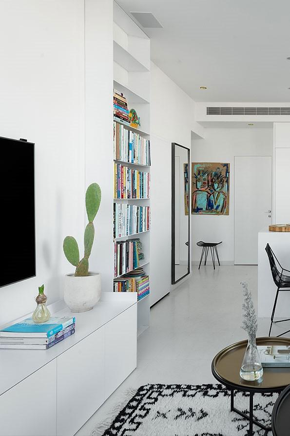 טיפים לעיצוב חללים בבית קטן ושימוש באומנות ארץ ישראלית לקישוט הקירות