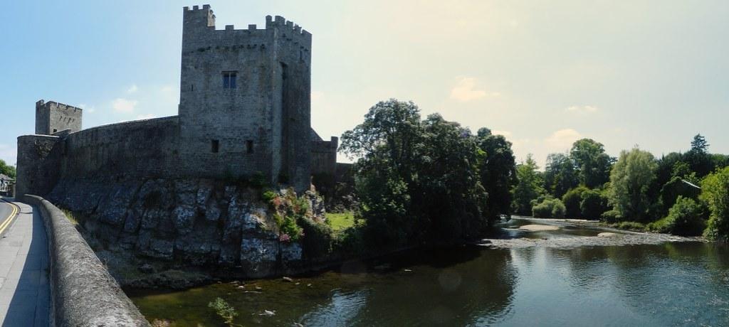 exterior Castillo de Cahir Condado de Tipperary Republica de Irlanda panorámica 04