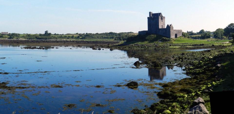 panorámica Castillo de Dunguaire bahia de Galway Republica de Irlanda 05