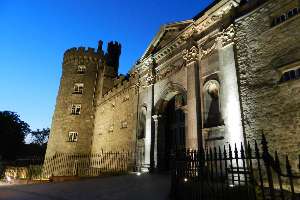 Castillo de Kilkenny de noche Republica de Irlanda 04