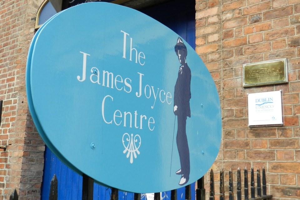 cartel exterior The James Joyce Center Dublin Republica de Irlanda 01