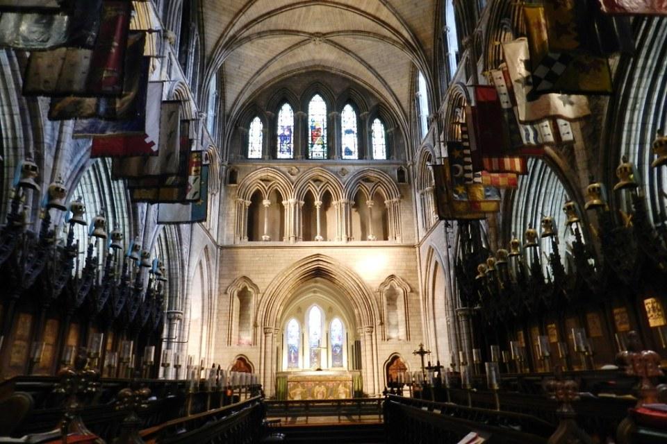 Coro y altar mayor interior Catedral de San Patricio anglicana Dublin Republica de Irlanda 03