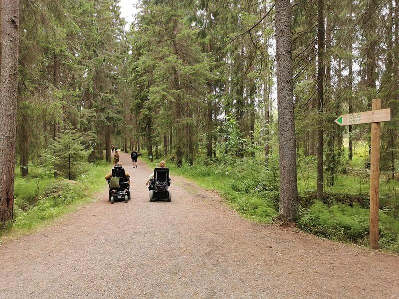 Pyörätuolilla Ähtärin Eläinpuistossa