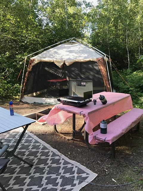 Kakabeka - Tent and table