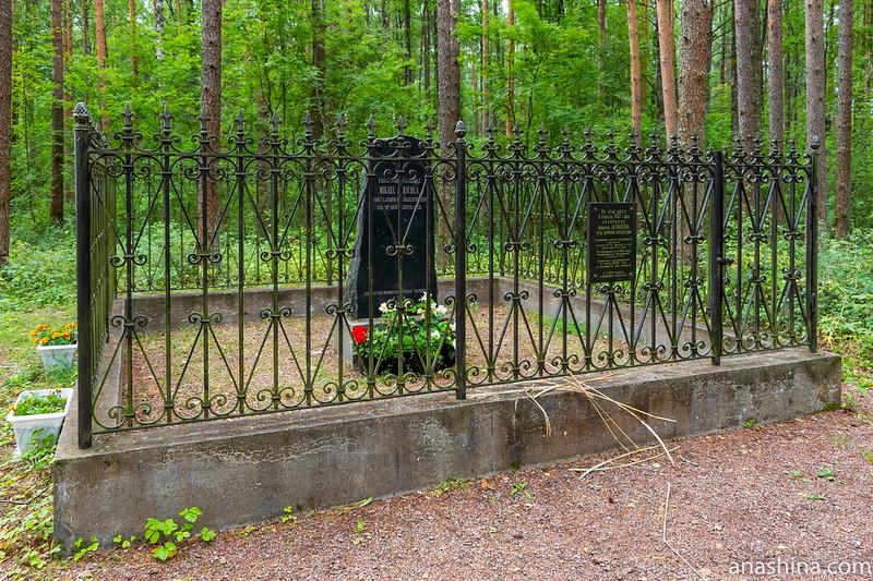 Памятный знак на месте смерти Микаэля Агриколы, Ленинградская область
