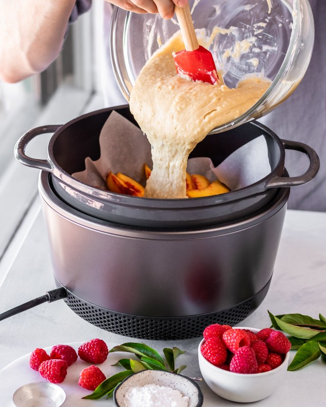 the vermicular musui-kamado lets you bake cakes without ever turning on the oven