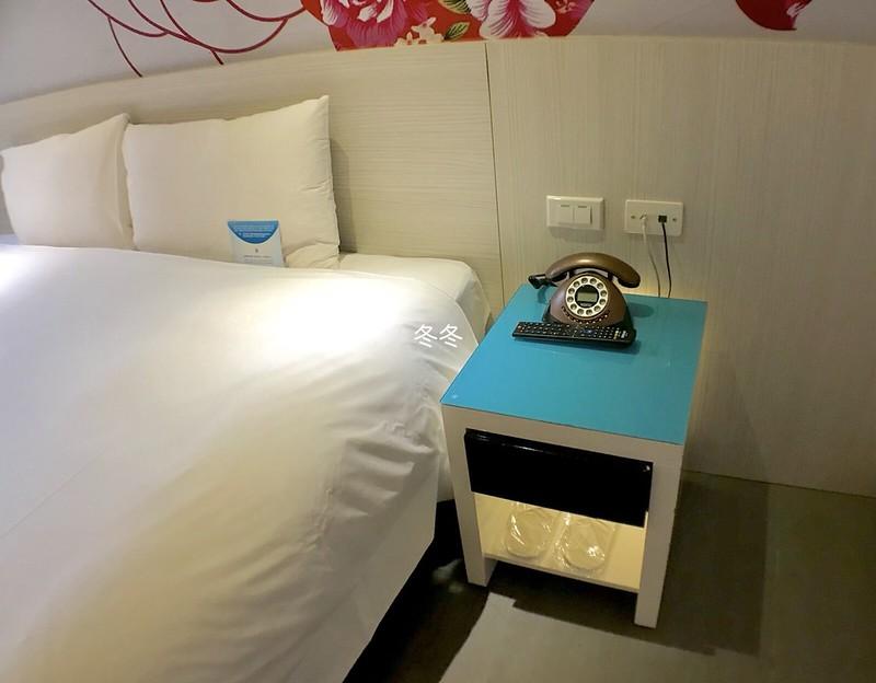 ヨーホテル ベッドサイド