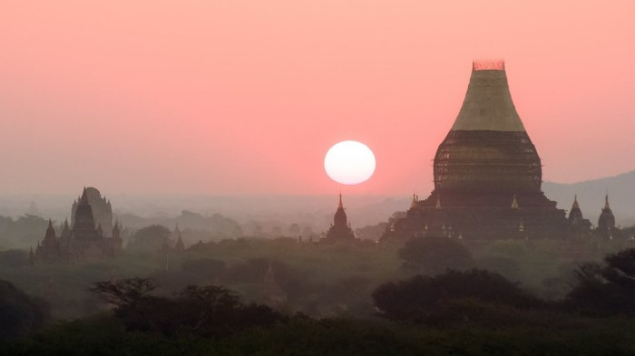 Sunrise over Dhammayazika Pagoda in Bagan