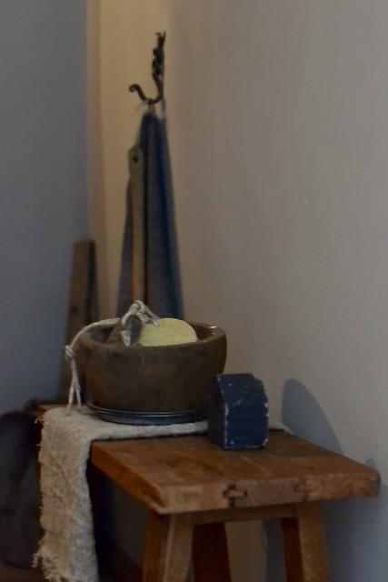 Houten kruk badkamer decoratie